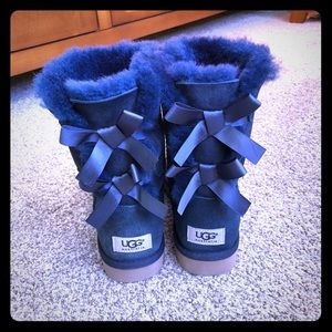 Brand New Bailey Bow Short UGG Navy Size 6